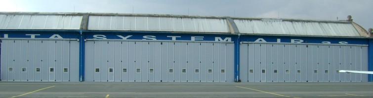 Posuvně skládací hangárová vrata